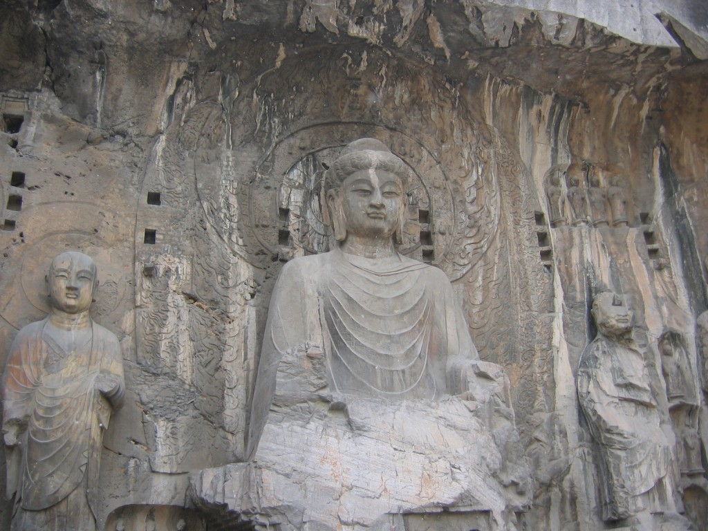 statues of the Buddha. Grottoes Luenmenya
