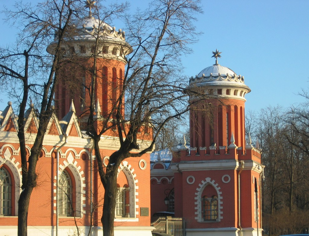 Петровский путевой дворец. Входные ворота.